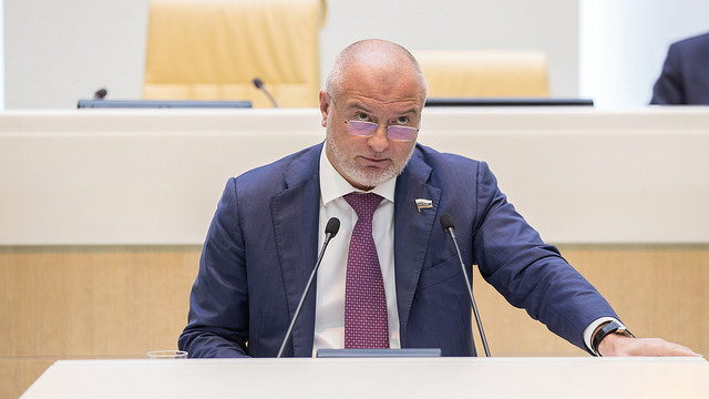 Руководитель СПЧ выступил против «клеток» для подсудимых напроцессах